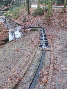20201229_142913 (2) - Arnhem (NL) -Park Sonsbeek - St. Jansbeek - watergoot - beluchtingspot - waterhuishouding