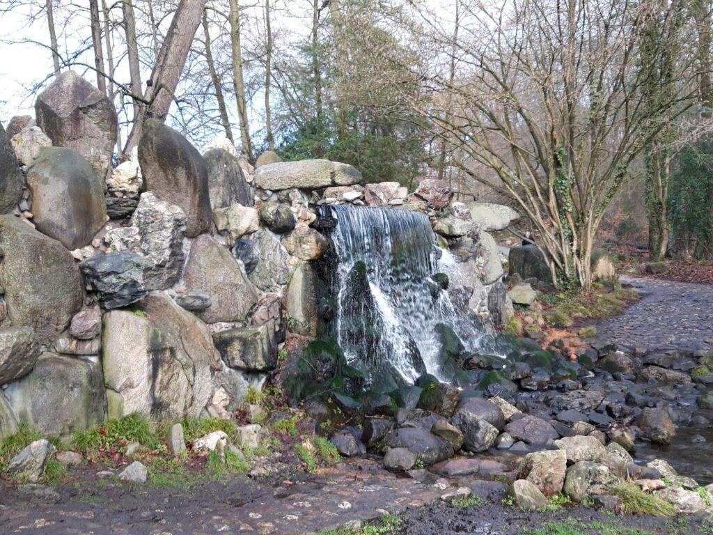20210108_153140 (2) - Arnhem (NL) - Park Sonsbeek - Grote Waterval - zwerfkeien - Kootwijkerzand
