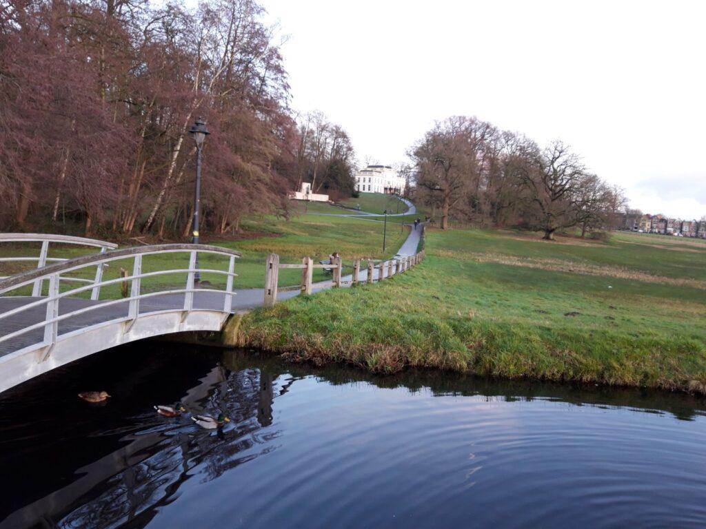 20210108_162959 (2) - Arnhem (NL) - Park Sonsbeek - St. Jansbeek - Lorentzmonument - Witte Villa - Hartjesberg