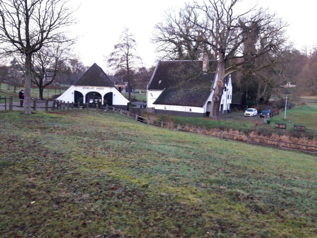 """20210108_163613 (2) - Arnhem (NL) - Park Sonsbeek - St. Jansbeek - korenwatermolen - Witte Molen (1583) - Bezoekerscentrum """"Molenplaats"""""""