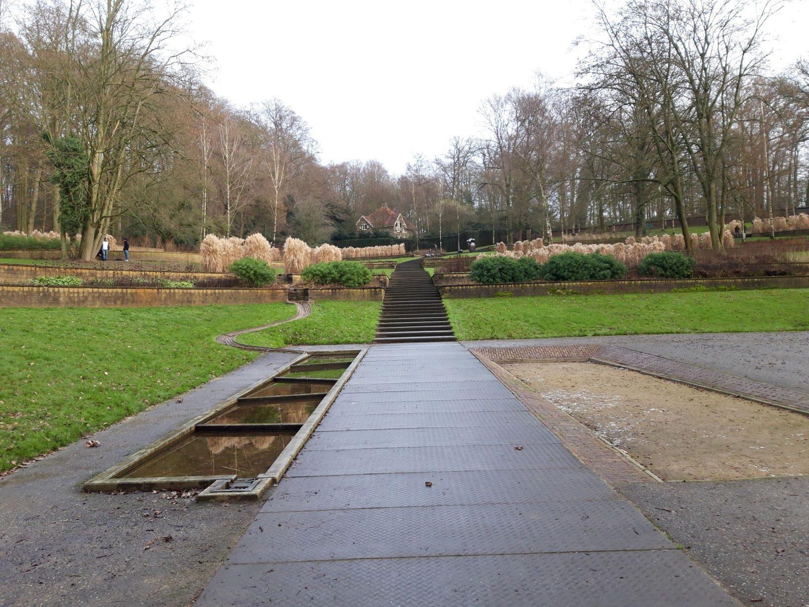 20210110_145421 (2) Arnhem (NL) - Park Sonsbeek - De Steile Tuin - oude moestuin - siergrassen - plantbedden in terrassen