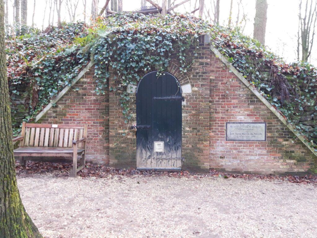 20210110_150457 (2) - Arnhem (NL) - Park Sonsbeek - ijskelder - Theodore baron de Smeth - restauratie van ijskelder - Engelse Berg