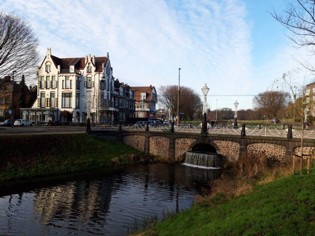 20210114_131356 (2) - Arnhem (NL) - Bothabrug - St. Jansbeek - Jugendstil gebouw - Hotel Molendal
